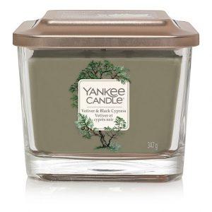 Střední vonná svíčka Yankee Candle Elevation Vetiver & Black Cypress